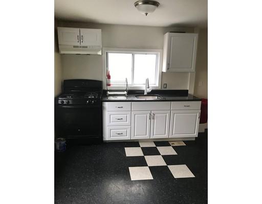 Casa Unifamiliar por un Alquiler en 110 S Common Street Lynn, Massachusetts 01902 Estados Unidos