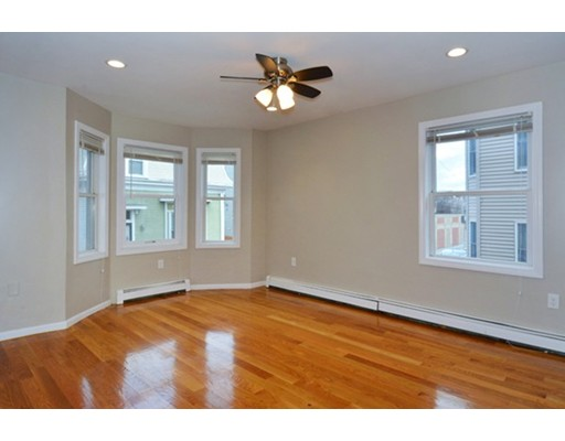 شقة بعمارة للـ Rent في 12 Roach St #1 12 Roach St #1 Boston, Massachusetts 02125 United States