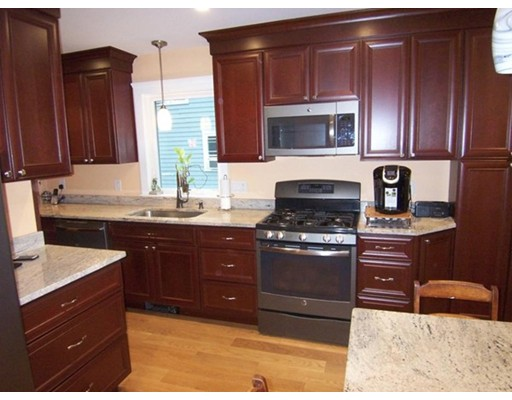 Casa Unifamiliar por un Alquiler en 43 Glenmont Boston, Massachusetts 02135 Estados Unidos