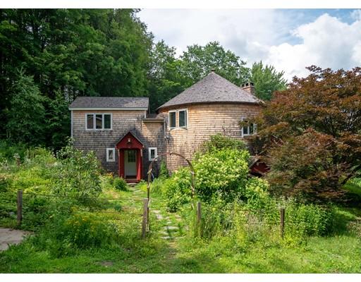 واحد منزل الأسرة للـ Sale في 326 Hart Road 326 Hart Road Conway, Massachusetts 01341 United States