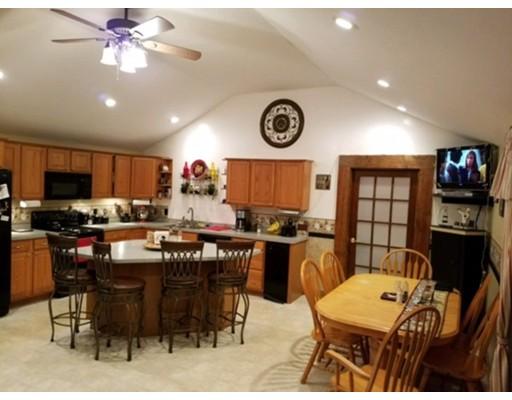 Maison unifamiliale pour l Vente à 285 Crescent Street 285 Crescent Street East Bridgewater, Massachusetts 02333 États-Unis