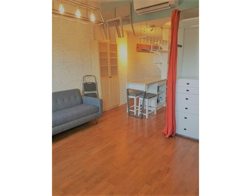 Additional photo for property listing at 16 Henchman St #5R 16 Henchman St #5R Boston, Massachusetts 02113 États-Unis