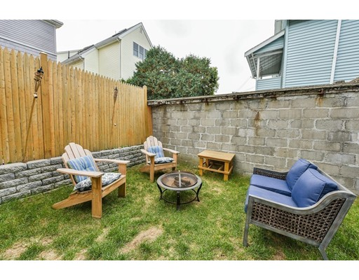 Additional photo for property listing at 41 Glenwood Rd #1 41 Glenwood Rd #1 Somerville, Massachusetts 02145 États-Unis
