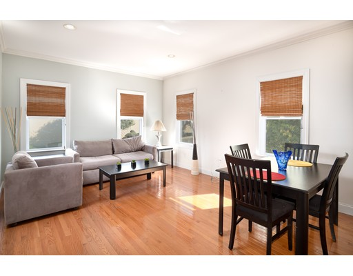 Additional photo for property listing at 120 Williams St #1 120 Williams St #1 Chelsea, Massachusetts 02150 États-Unis