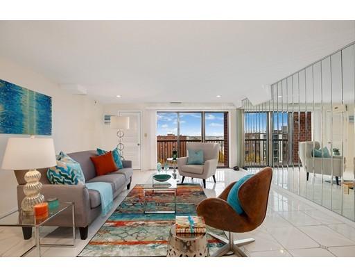 Condominio por un Venta en 30 REVERE BEACH PARKWAY #802 30 REVERE BEACH PARKWAY #802 Medford, Massachusetts 02155 Estados Unidos
