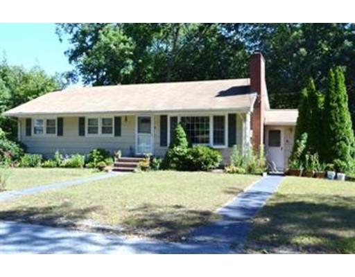 Casa Unifamiliar por un Alquiler en 8 Cedar Street 8 Cedar Street Chelmsford, Massachusetts 01824 Estados Unidos