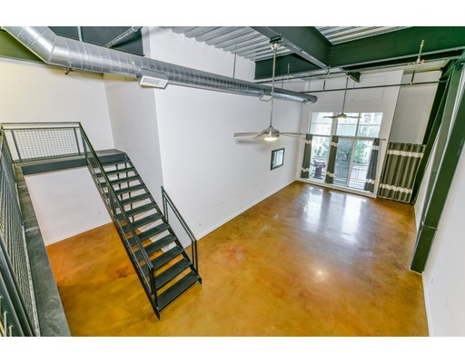 Additional photo for property listing at 950 Broadway #6 950 Broadway #6 Chelsea, Massachusetts 02150 États-Unis