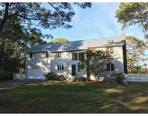 Casa Unifamiliar por un Venta en 11 Elizabeth Lane 11 Elizabeth Lane Yarmouth, Massachusetts 02673 Estados Unidos