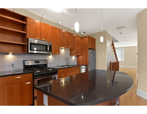 Casa Unifamiliar por un Alquiler en 618 East 3rd Boston, Massachusetts 02127 Estados Unidos