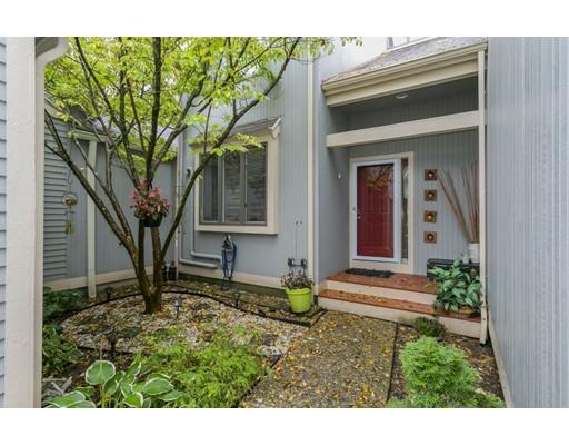 共管式独立产权公寓 为 销售 在 32 Pickwick Way 32 Pickwick Way 韦兰, 马萨诸塞州 01778 美国