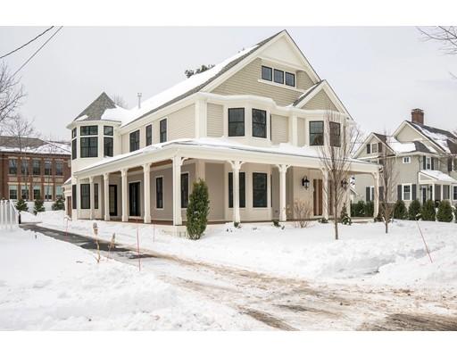 Частный односемейный дом для того Продажа на 61 Warren Street 61 Warren Street Needham, Массачусетс 02492 Соединенные Штаты