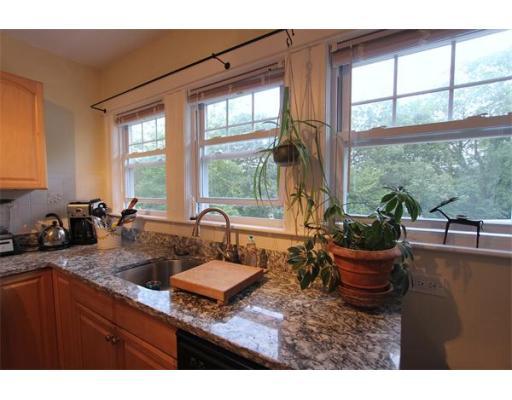 شقة بعمارة للـ Rent في 55 Riverview Avenue #4 55 Riverview Avenue #4 Waltham, Massachusetts 02453 United States
