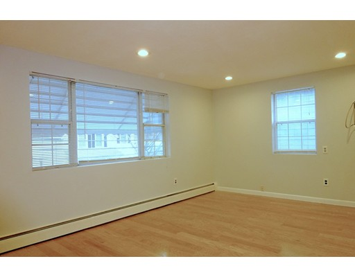 Additional photo for property listing at 7 Cottage  Arlington, Massachusetts 02474 Estados Unidos