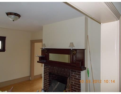 Casa Unifamiliar por un Alquiler en 12 CHESTER Medford, Massachusetts 02155 Estados Unidos