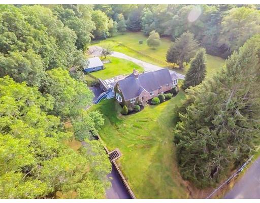 Maison unifamiliale pour l Vente à 143 Warren St W 143 Warren St W Raynham, Massachusetts 02767 États-Unis