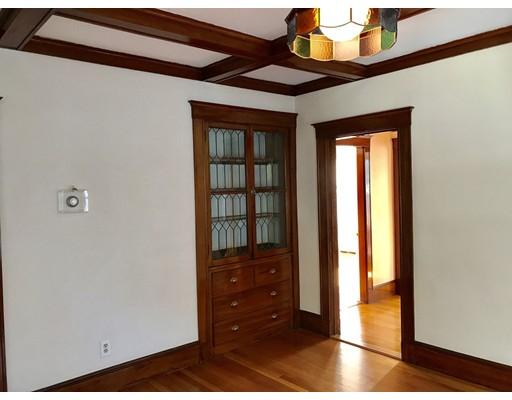 Casa Unifamiliar por un Alquiler en 129 Redlands Boston, Massachusetts 02132 Estados Unidos