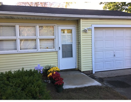 Casa Unifamiliar por un Venta en 688 Parker Street Springfield, Massachusetts 01129 Estados Unidos