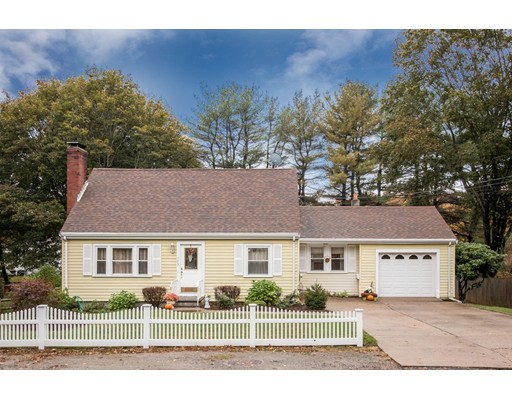 Casa Unifamiliar por un Venta en 303 Plain Street 303 Plain Street Millis, Massachusetts 02054 Estados Unidos