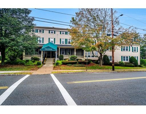 Commercial pour l Vente à 74 Elm Street 74 Elm Street Woburn, Massachusetts 01801 États-Unis