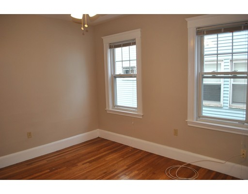 Additional photo for property listing at 592 Adams St #2 592 Adams St #2 Boston, Массачусетс 02122 Соединенные Штаты