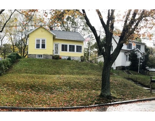 Casa Unifamiliar por un Alquiler en 17 Heath Street 17 Heath Street Worcester, Massachusetts 01610 Estados Unidos