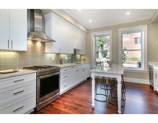 Additional photo for property listing at 324 Tappan #2 324 Tappan #2 Brookline, Massachusetts 02446 États-Unis