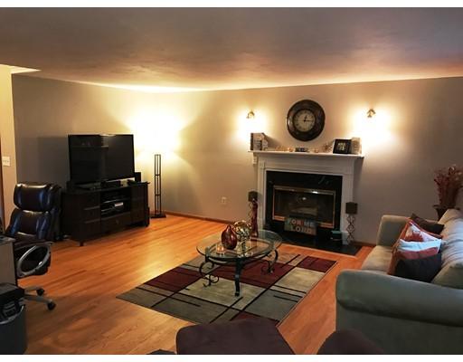 واحد منزل الأسرة للـ Sale في 26 Cypress Road 26 Cypress Road Milford, New Hampshire 03055 United States