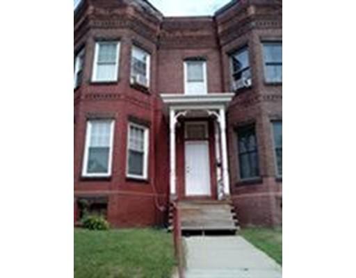 独户住宅 为 销售 在 275 Walnut Street 275 Walnut Street Holyoke, 马萨诸塞州 01040 美国