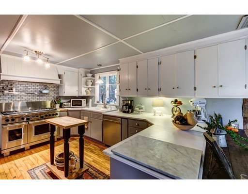 Single Family Home for Sale at 82 E Main Street 82 E Main Street Hopkinton, Massachusetts 01748 United States
