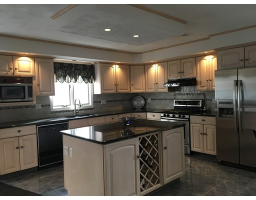 独户住宅 为 销售 在 82 Eddington Street 82 Eddington Street Pawtucket, 罗得岛 02861 美国