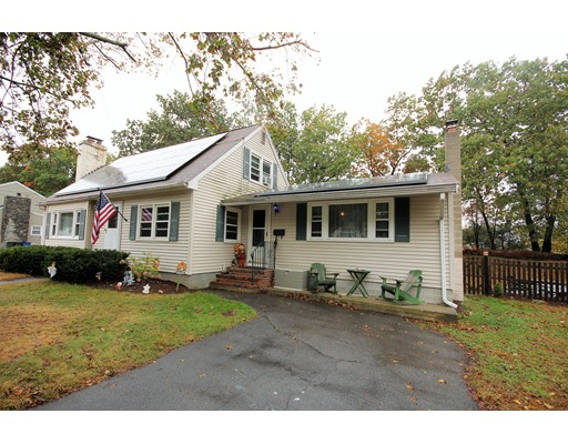 واحد منزل الأسرة للـ Sale في 26 Beech Street 26 Beech Street Chelmsford, Massachusetts 01863 United States