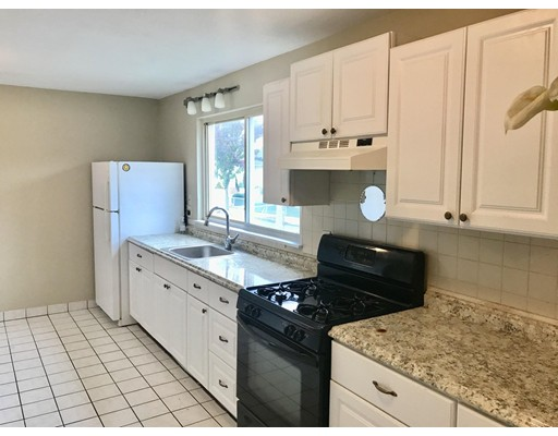 Casa Unifamiliar por un Alquiler en 77 2nd Street Medford, Massachusetts 02155 Estados Unidos