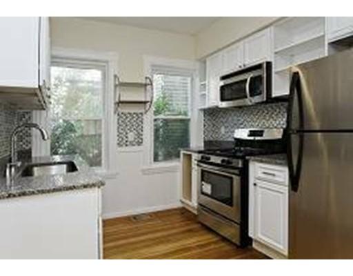 独户住宅 为 出租 在 7 Oak Square Avenue 波士顿, 马萨诸塞州 02135 美国