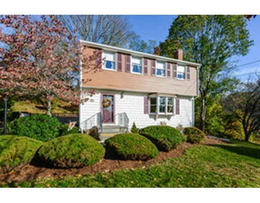 Single Family Home for Sale at 747 Lincoln Street 747 Lincoln Street Franklin, Massachusetts 02038 United States