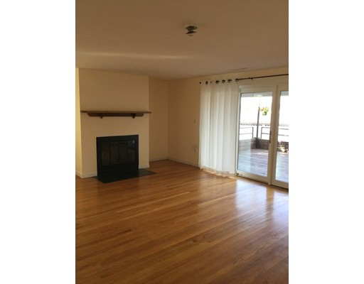 Additional photo for property listing at 126 Merrimac St #49 126 Merrimac St #49 Newburyport, Massachusetts 01950 États-Unis