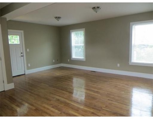 Additional photo for property listing at 383 Savin Hill Avenue  Boston, Massachusetts 02125 Estados Unidos