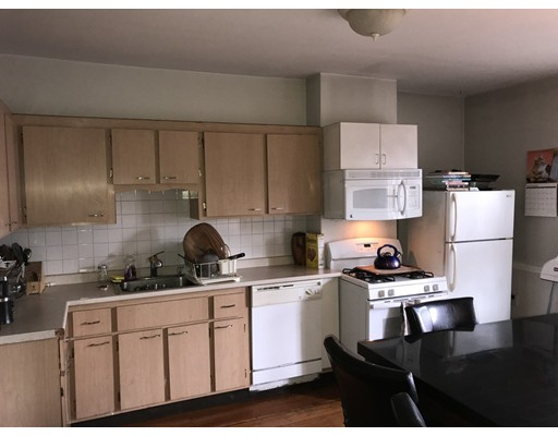 Casa Unifamiliar por un Alquiler en 24 Hall Street Boston, Massachusetts 02130 Estados Unidos