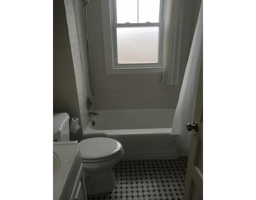 公寓 为 出租 在 108 Sagamore Ave #1 108 Sagamore Ave #1 切尔西, 马萨诸塞州 02150 美国