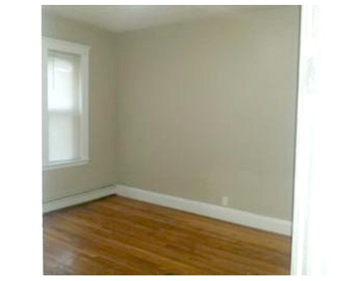 Casa Multifamiliar por un Venta en 27 Hosmer Street Boston, Massachusetts 02126 Estados Unidos