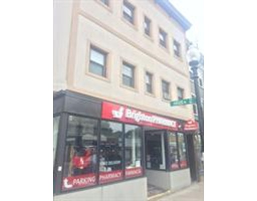 Casa Unifamiliar por un Alquiler en 392 Washington Street Boston, Massachusetts 02135 Estados Unidos