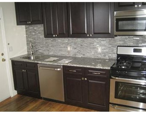 Casa Unifamiliar por un Alquiler en 302 Revere Street Revere, Massachusetts 02151 Estados Unidos