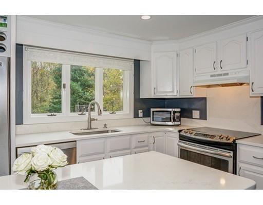 Maison unifamiliale pour l Vente à 3 Linden Street 3 Linden Street Braintree, Massachusetts 02184 États-Unis