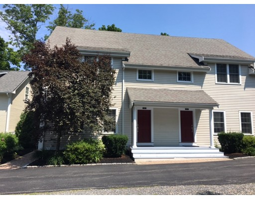 Casa unifamiliar adosada (Townhouse) por un Alquiler en 809 Boston Post Road #B 809 Boston Post Road #B Weston, Massachusetts 02493 Estados Unidos