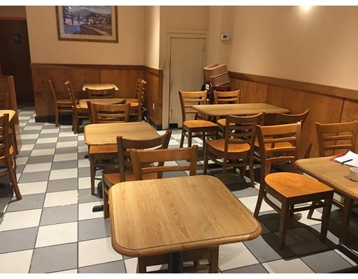 Commercial pour l Vente à 999 Newton Center 999 Newton Center Newton, Massachusetts 02459 États-Unis