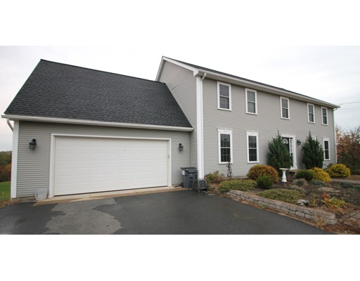 واحد منزل الأسرة للـ Sale في 76 Carpenter Road 76 Carpenter Road Monson, Massachusetts 01057 United States