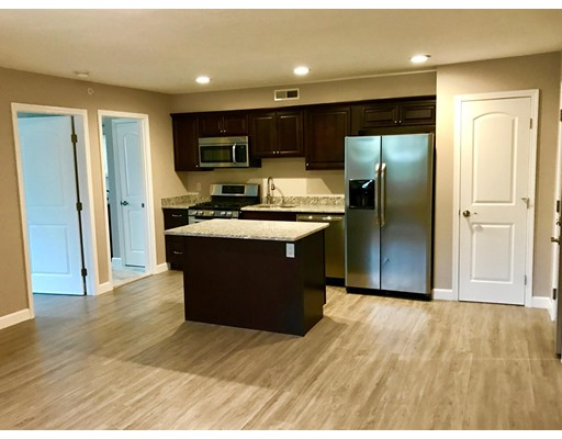 Casa Unifamiliar por un Alquiler en 17 Wilson Street Chelmsford, Massachusetts 01824 Estados Unidos