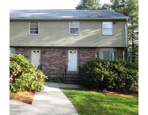 Таунхаус для того Аренда на 28 Pinebrook Ln. #28 28 Pinebrook Ln. #28 Easton, Массачусетс 02375 Соединенные Штаты