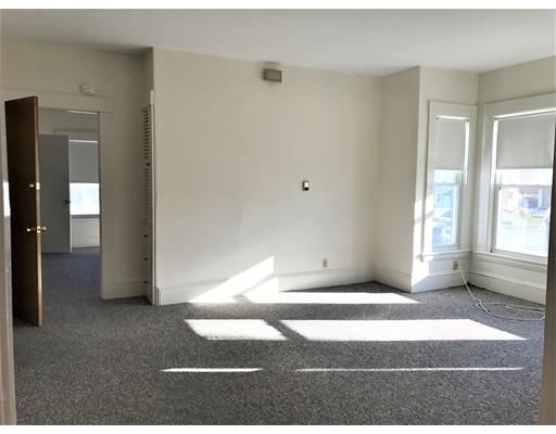 Casa Unifamiliar por un Alquiler en 537 Main Street 537 Main Street Stoneham, Massachusetts 02180 Estados Unidos