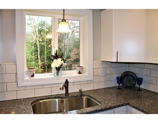 واحد منزل الأسرة للـ Sale في 5 Ann Lane 5 Ann Lane Fremont, New Hampshire 03044 United States