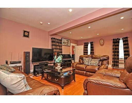 Maison unifamiliale pour l Vente à 57 Linden Street 57 Linden Street Rockland, Massachusetts 02370 États-Unis